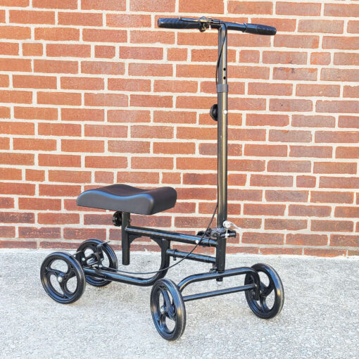 Kneerover Steerable Knee Scooter - manual aid - in Black - Three-quarter view