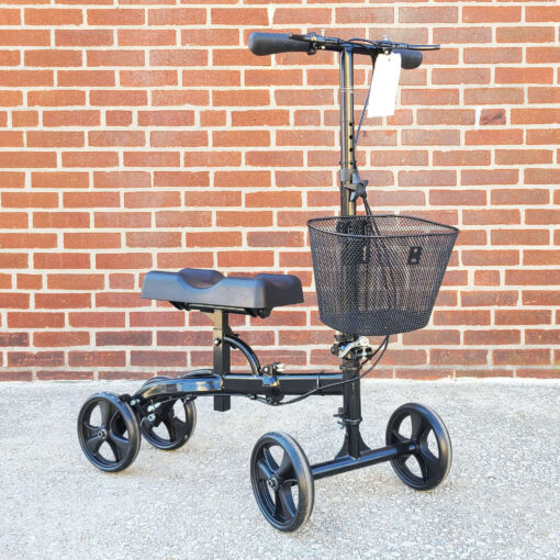Steerable Knee Scooter - manual aid - in Black - Three-quarter view